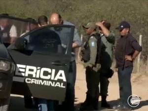 Perícia Criminal chega em Alegrete do Piauí para investigação de chacina (Foto: Reprodução/TV Clube)