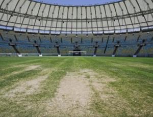 Foto mostra gramado do Maracanã sem manutenção (Foto: Reprodução SporTV)