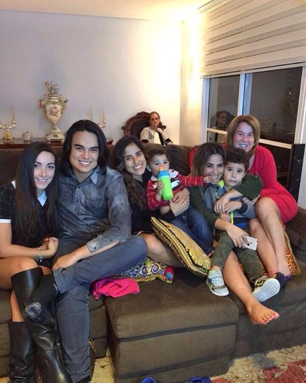 Zilu Godoi e família (Foto: Reprodução / Instagram)