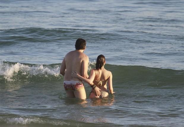Bruna Lizmeyer e namorado (Foto: Dilson Silva/ Agnews)