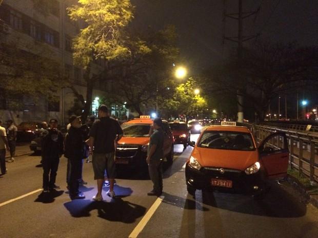 Taxistas protestaram após morte de colega no RS (Foto: Paulo Ledur/RBS TV)