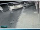 Casal é assaltado em Fortaleza, morador reage e atira; veja vídeo