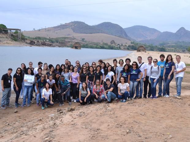 Grupo passou por quatros municípios atingidos (Foto: Ingrid Castilho/ G1 ES)