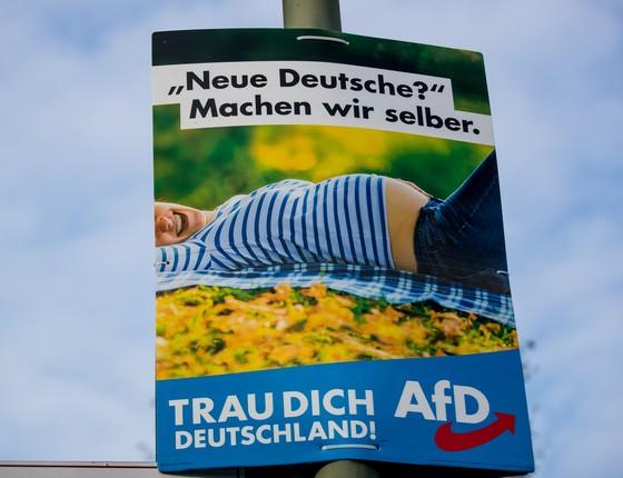Cartaz do partido AfD, Alternativa para a Alemanha (Foto: Maja Hitij/Getty Images)