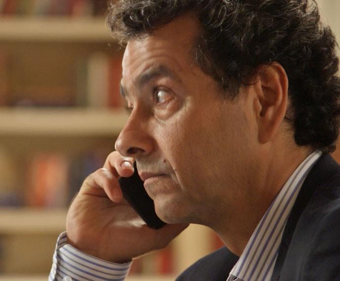O político nem desconfia dos planos de Luís Fernando (Foto: TV Globo)