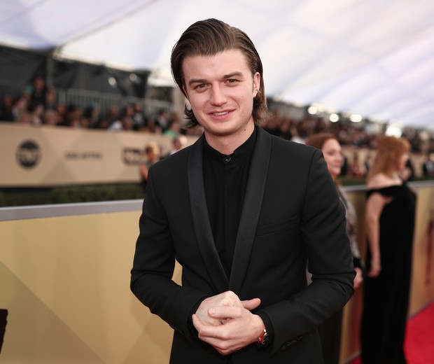 LOS ANGELES, CA - JANUARY 21:  Actor Joe Keery attends the 24th Annual Screen Actors Guild Awards at The Shrine Auditorium on January 21, 2018 in Los Angeles, California. 27522_010  (Photo by Christopher Polk/Getty Images for Turner Image) (Foto: Getty Images for Turner Image)