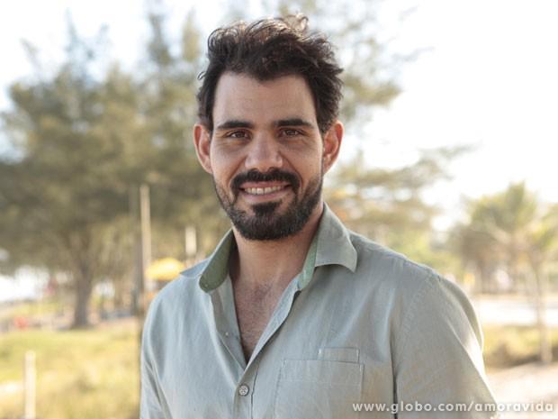 Entre uma cena e outra de Ninho, Juliano Cazarré reserva tempo para correr (Foto: Amor à Vida / TV Globo)