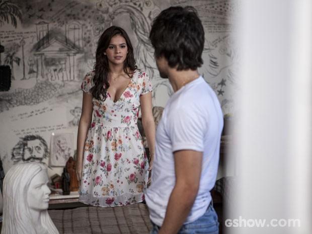 Laerte entra no quarto de Virgílio e descobre o amor do amigo por Helena (Foto: Inácio Moraes / TV Globo)