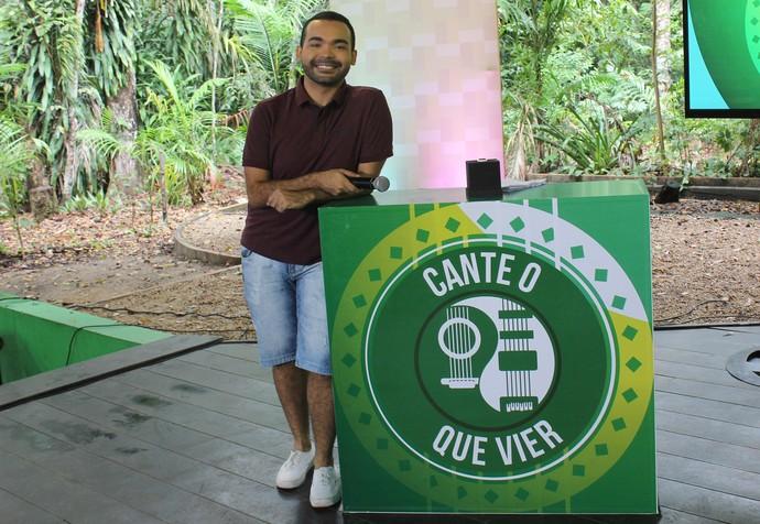 Apresentador Oyama Filho comanda 'Cante o que vier' (Foto: Katiúscia Monteiro/ Rede Amazônica)