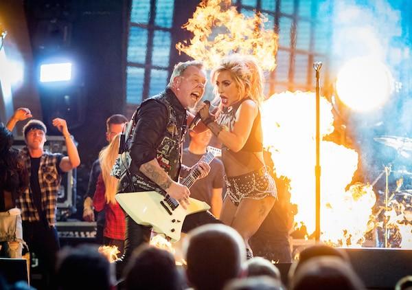 Lady Gaga durante a apresentação no Grammy com o Metallica (Foto: Getty Images)