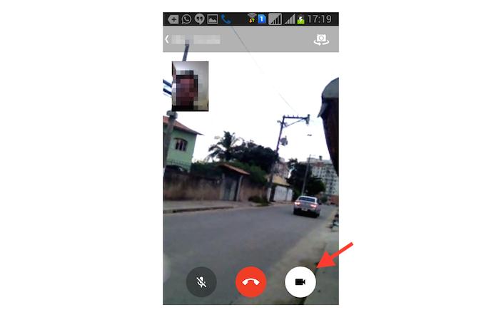 Abrindo a câmera para realizar uma chamada de vídeo no Facebook Messenger (Foto: Reprodução/Marvin Costa)