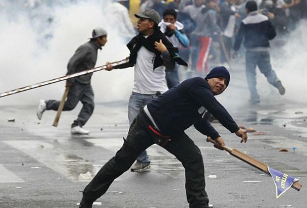 Manifestantes protestam contra lei que pode restringir autonomia de universidades (Foto: Reuters)
