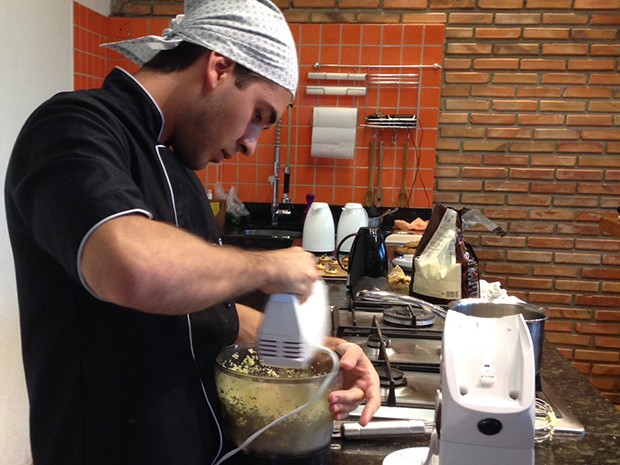 O cozinheiro Renan Guerra transformou o hobby da adolescência em profissão (Foto: Arquivo Pessoal)