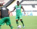Eder Luis e Riascos estão fora do clássico contra o Botafogo