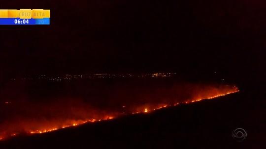 Incêndio em área de preservação é combatido com três bombeiros no RS