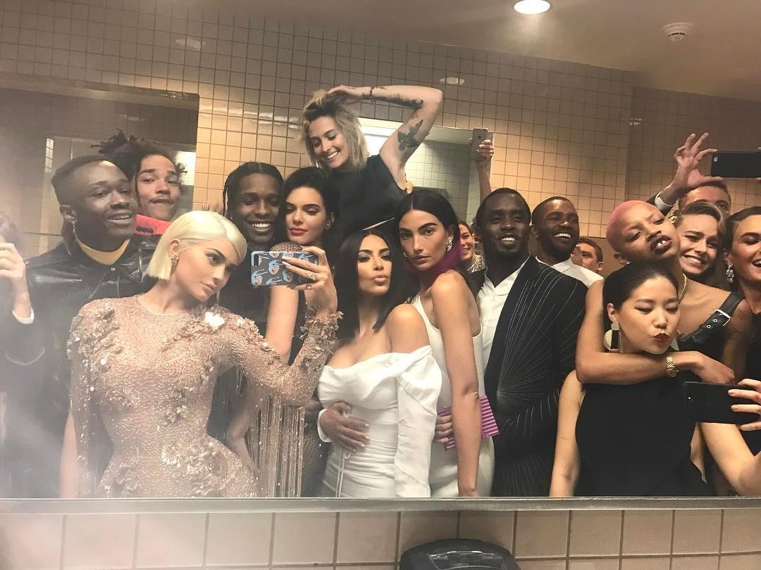 Kilie Jenner, Kim Kardashian e grande elenco no Met Gala 2017 (Foto: Reprodução/Instagram)