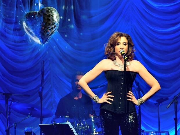 Marisa Orth canta clássicos da MPB e da música brega em 'Romance Volume III' (Foto: Divulgação )