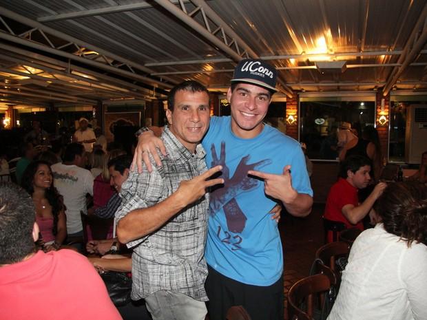 Thiago Martins e Eri Johnson em restaurante no Rio (Foto: Adna Barbosa/ Foto Rio News)