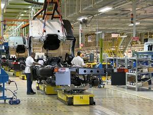 Fábrica Mercedes-Benz Juiz de Fora 1 (Foto: Reprodução / TV Integração)