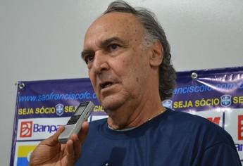 Adailton Ladeira, técnico do São Francisco (Foto: Gustavo Campos/GloboEsporte.com)