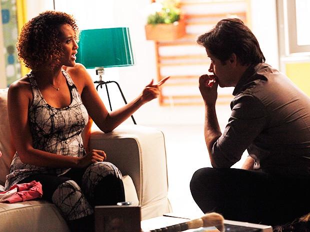 A morena resiste e lembra para Jonas tudo que passou por causa de suas mentiras (Foto: Raphael Dias/ TV Globo)