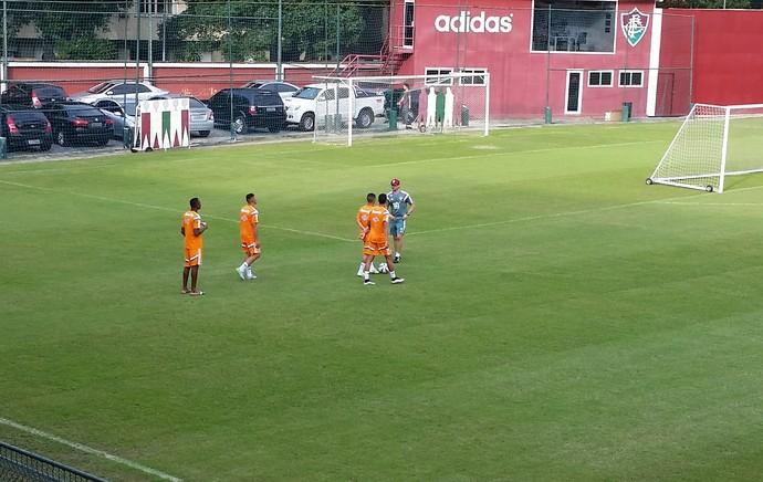 Gerson conversa com Douglas, Daniel e Matheus Pato (Foto: Pedro Veríssimo)