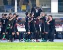 Tratando lesão séria, Montolivo ganha homenagem em vitória do Milan e agradece