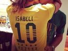 Isabelli Fontana lamenta derrota beijando Di Ferrero: 'Nos resta amar'