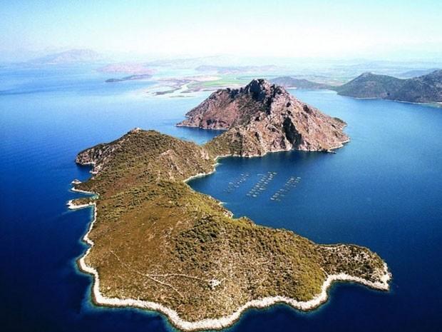 Uma das ilhas privadas à venda na Grécia (Foto: Reprodução/Private Islands Online)