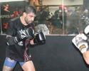 """Elizeu Capoeira aprova pressão por vitória no UFC: """"Me faz treinar mais"""""""