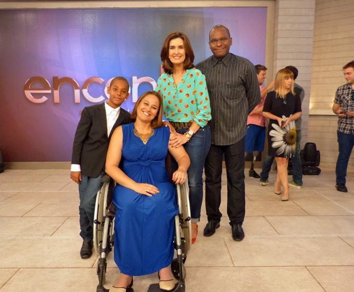 Fátima ao lado dos convidados  (Foto: Viviane Figueiredo Neto/Gshow)