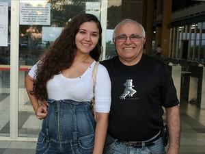 Filha e pai aguardam resultado com ansiedade (Foto: Jamile Alves/G1 AM)