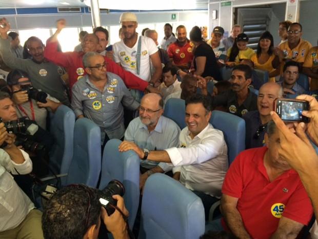 Aécio faz travessia da cidade do Rio de Janeiro para Niterói em barca (Foto: Janaína Carvalho/G1)