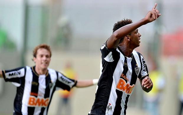 Jô comemora gol do Atlético-MG contra o Araxá (Foto: Pedro Vilela / Ag. Estado)