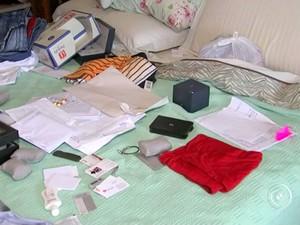 Criminosos fugiram levando pertences da família (Foto: Reprodução / TV Tem)
