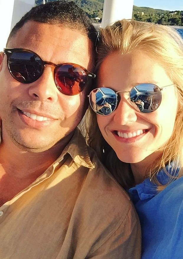"""""""My Valentine"""", escreveu Celina Locks em selfie com Ronaldo (Foto: Reprodução)"""