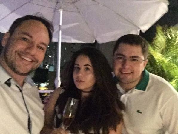 Ana com seus pais na virada do ano (Foto: Reprodução / Instagram)