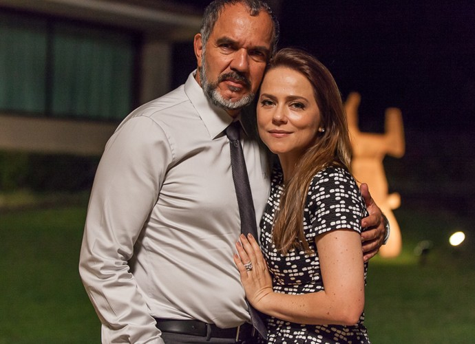 Germano e Lili são casal em crise (Foto: Artur Meninea / Gshow)