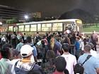 Passageiros fecham plataformas em ato contra falta de ônibus no DF