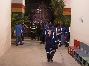 Incêndio começou no fim da tarde desta sexta (26). (Foto: Reprodução/ TV Asa Branca)