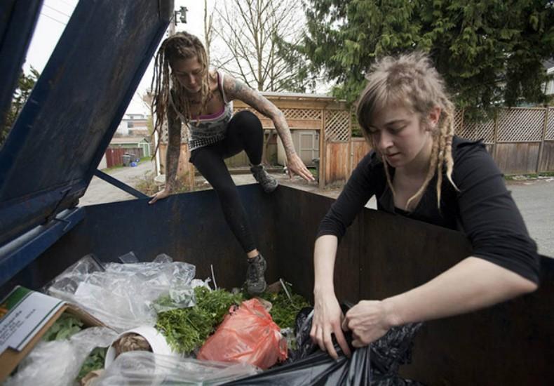 Freegans procuram alimentos no lixo da vizinhança (Foto: Reprodução/Likecool)