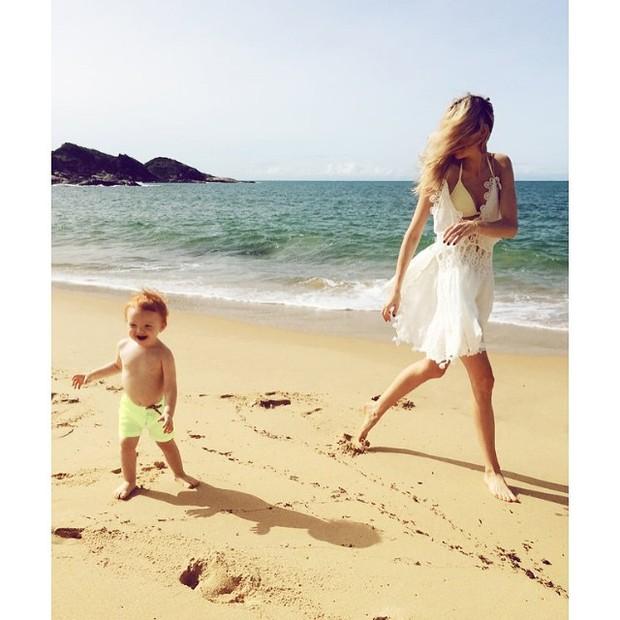 Carol Trentini e o filho, Bento (Foto: Reprodução/Instagram)