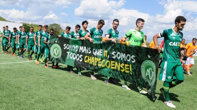 Chapecoense x Nova Iguaçu - Copa SP de Futebol Júnior 2017 ... bfdee0181610d