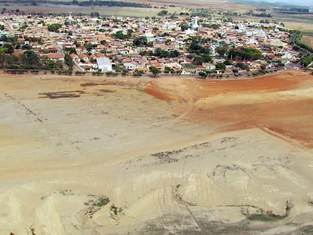 Prainha de Campo do Meio está praticamente sem água (Foto: Reprodução EPTV)