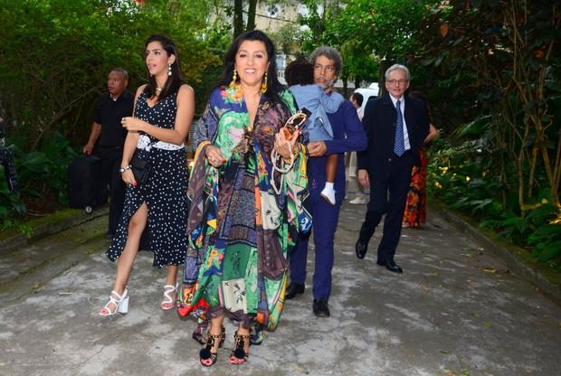 Regina Casé e a família (Foto: Webert Belicio / Ag News )