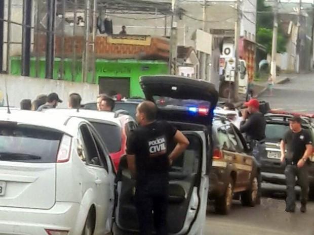Operação cumpriu mandados contra o tráfico de drogas em Alfenas, MG (Foto: Reprodução EPTV)
