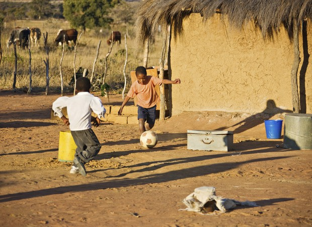 Meninos; futebol; bola (Foto: Thinkstock)