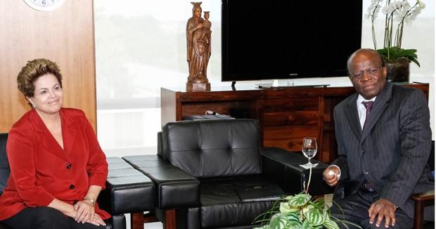 A presidente Dilma Rousseff em reunião com o presidente do STF, Joaquim Barbosa, nesta terça (25), no Planalto (Foto: Roberto Stuckert Filho/PR)