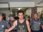 Veja fotos do flagra do cantor Renner após batida de carro em São Paulo
