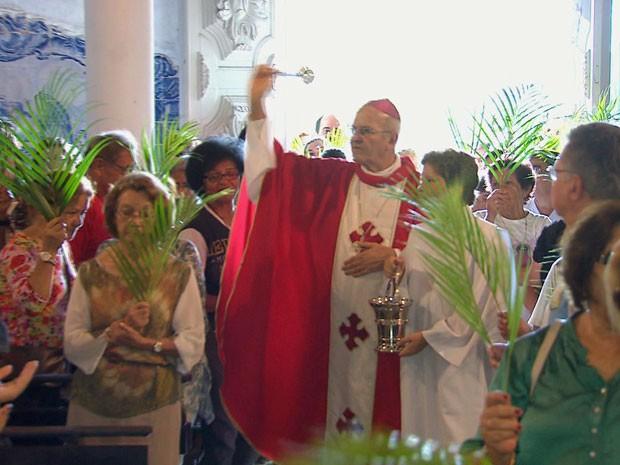 Arcebispo de Olinda e Recife celebrou missa na Igreja da Misericórdia e na Catedral da Sé (Foto: Reprodução / TV Globo)